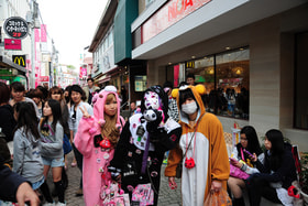 Герои японской анимации — на улицах Токио