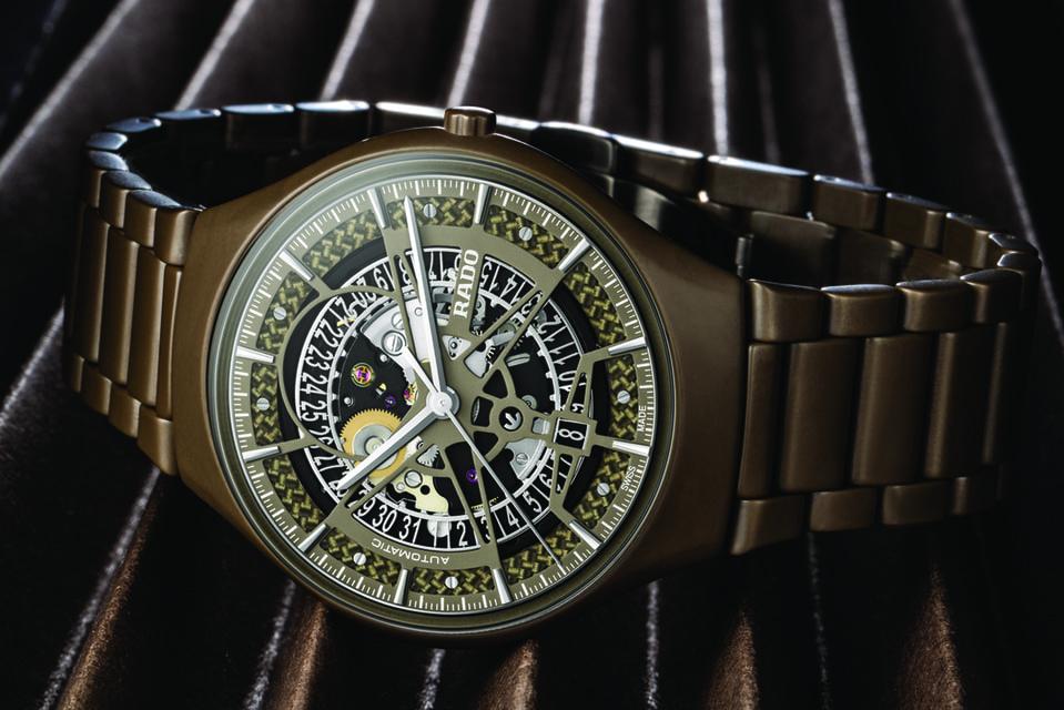 Матовый зелено-оливковый цвет корпуса и браслета часов True Thinline Automatic – совершенно новый для высокотехнологичной керамики Rado