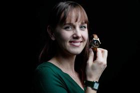 «Женщина с жемчужной сережкой» Вермеера на циферблате — тоже творение Изабель