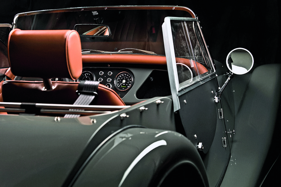 Обычно деревянные детали закрыты металлом или кожей, но по желанию клиента в этом Aero Coupe and SuperSport дерево выступило в качестве украшения