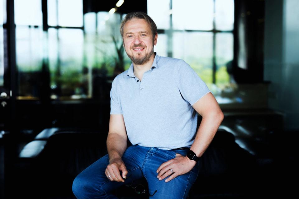 «Смысл успешного бизнеса– давать энергию людям» – считает наш герой