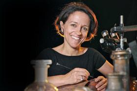 Анита Порше славится своим мастерством в области выемчатой эмали