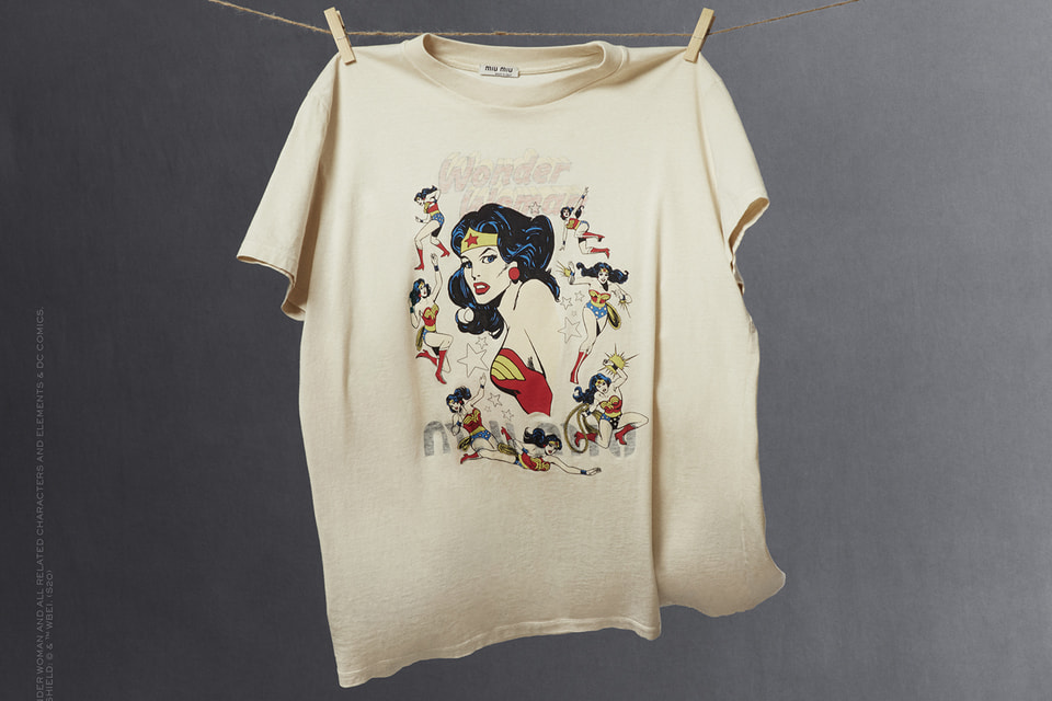 Принты футболок Miu Miu вдохновлены комиксами про Чудо-Женщину, которые выпускаются еще с 40-х годов XX столетия