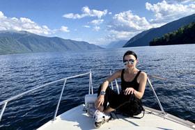 «Могу смело сказать: любое австрийское озеро, Гарда и Комо не идут ни в какое сравнение с Телецким озером» – уверена наша героиня