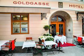Фасад отеля Goldgasse
