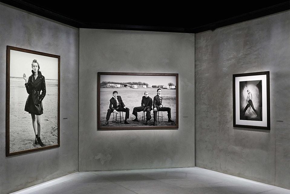Один из залов выставки в миланской галерее Armani / Silos