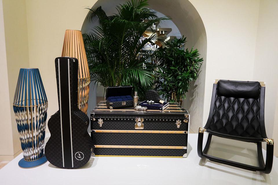 Среди разнообразных объектов Louis Vuitton, которые прибыли в Москву, – чехол для гитары авторства Хироши Фудзивары и кресло-качалка Марка Ньюсона