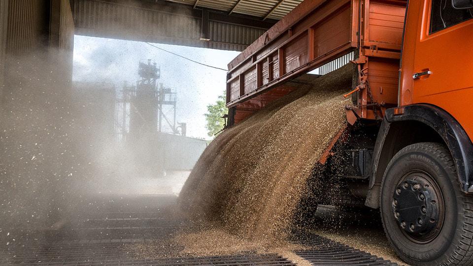для перевозки зерна на элеватор 16