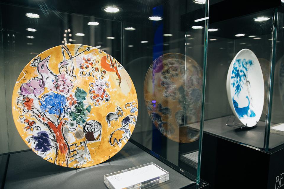 Выставку дополнил фарфор Bernardaud из коллекции «Букеты цветов Марка Шагала»