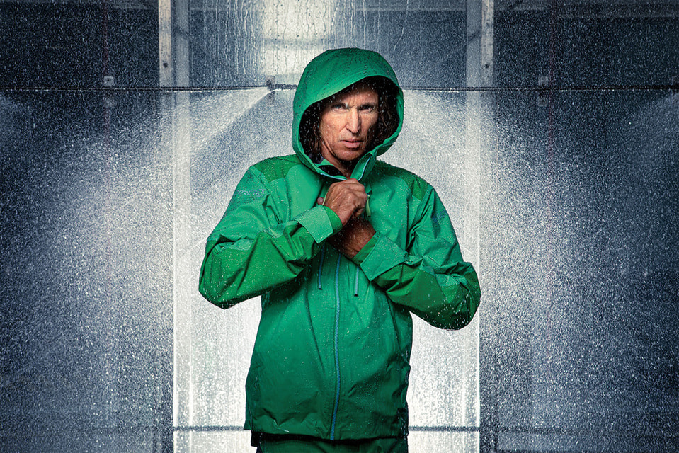 Так тестируют куртки из новой коллекции Gore-Tex Pro