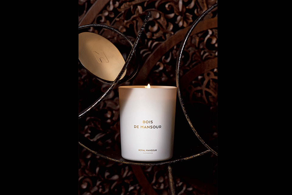 Свеча с ароматом Bois de Mansour, созданным для отеля Royal Mansour Marrakech