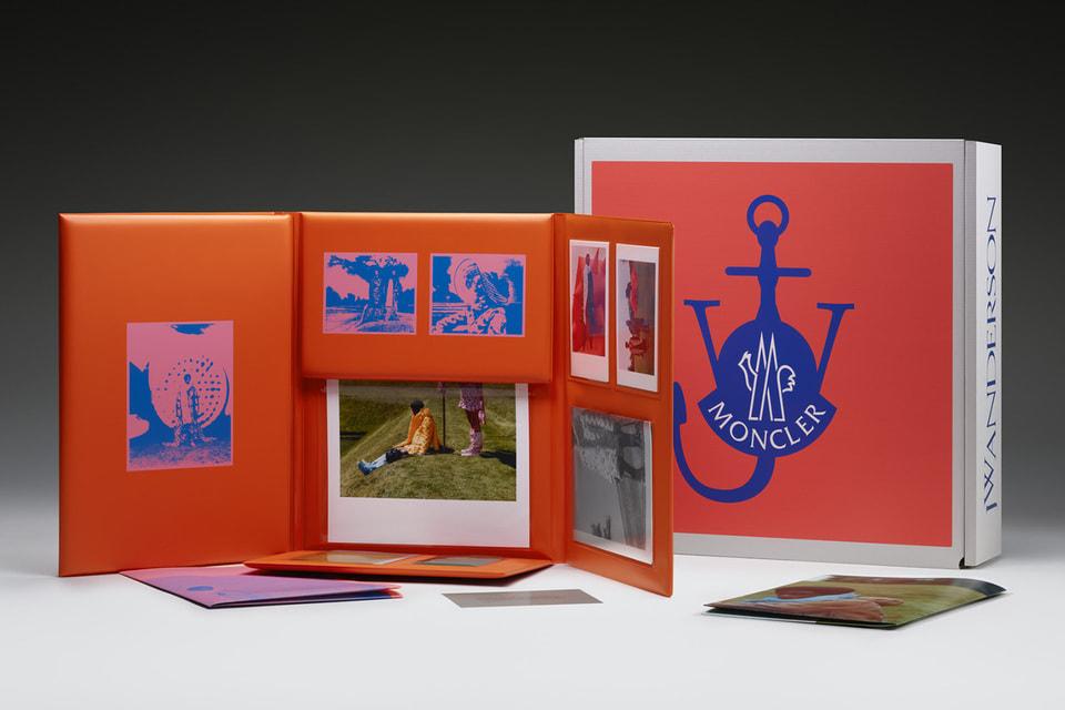 Каждая коробка содержит папки со снимками и инструкцию
