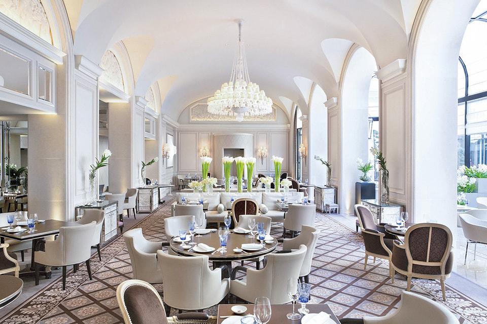 Ресторан в отеле Four Seasons Hotel George V, оформленный дизайнерами Atelier Cos