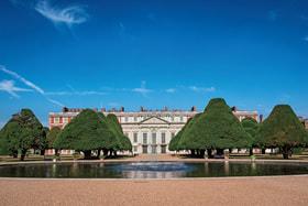 Хэмптон-корт – старинная резиденция английских королей, раскинувшаяся на левом берегу реки Темзы на территории 328 га