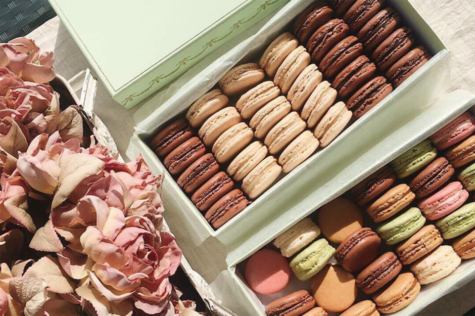 Французский бренд Ladurée, славящийся пирожными макаронами, расширяет свое присутствие в России