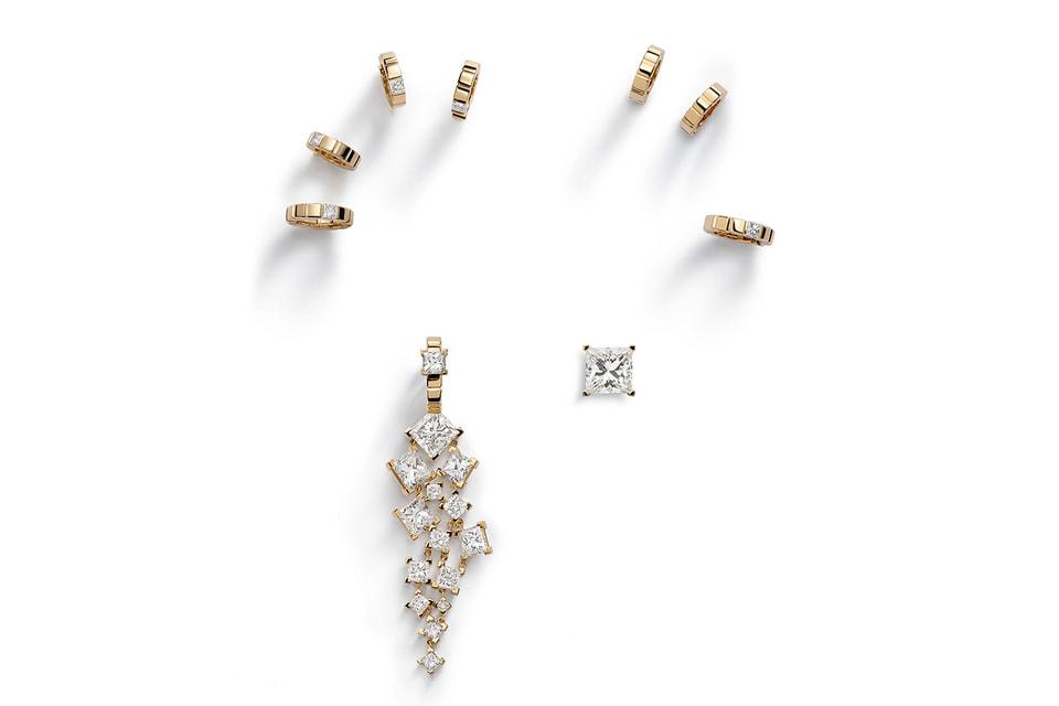 В сет Ice Cube Capsule by Marion Cotillard вошли ассиметричные серьгии кольцо с бриллиантами, а также шесть серег-клипс для всей мочки уха