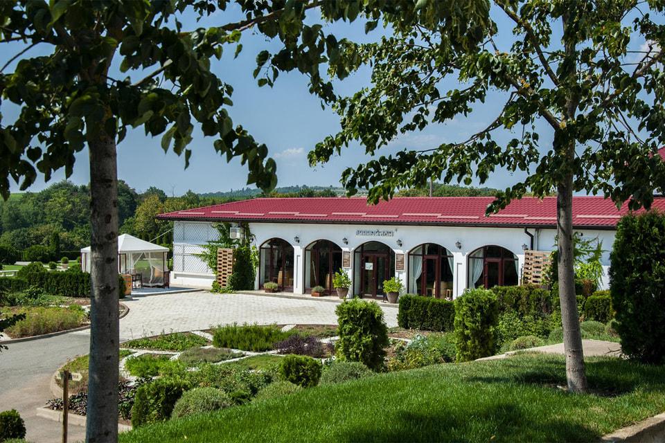 Винодельческий апелласьон «Долина Лефкадия» расположен  на живописных склонах в предгорьях Кавказского хребта