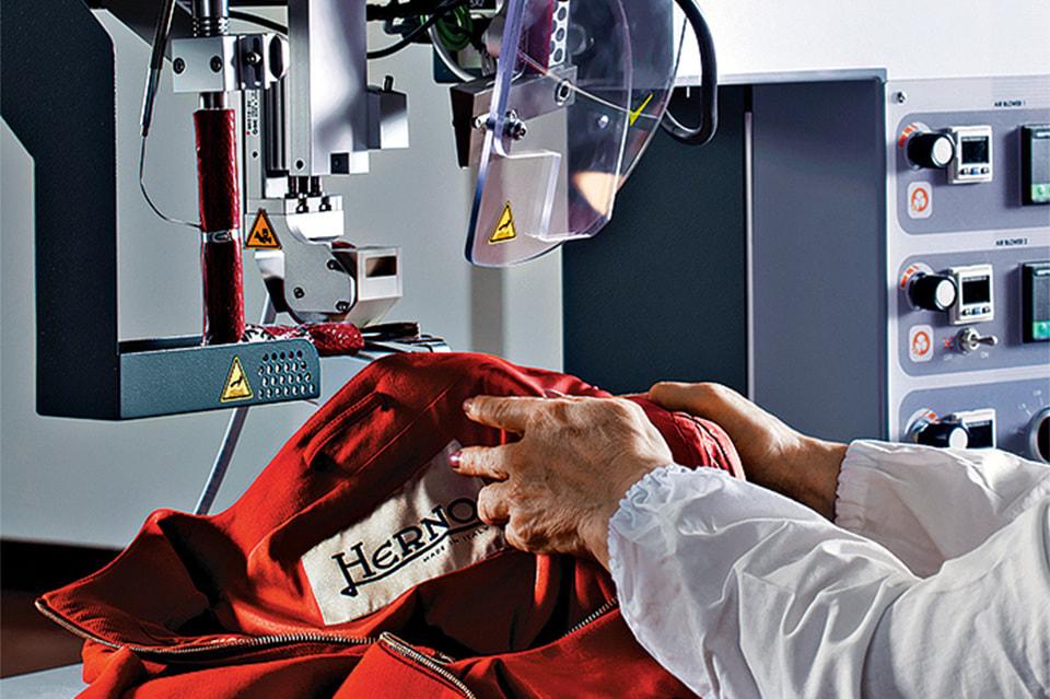 Высокие технологии и традиции– главные принципы производства в Herno