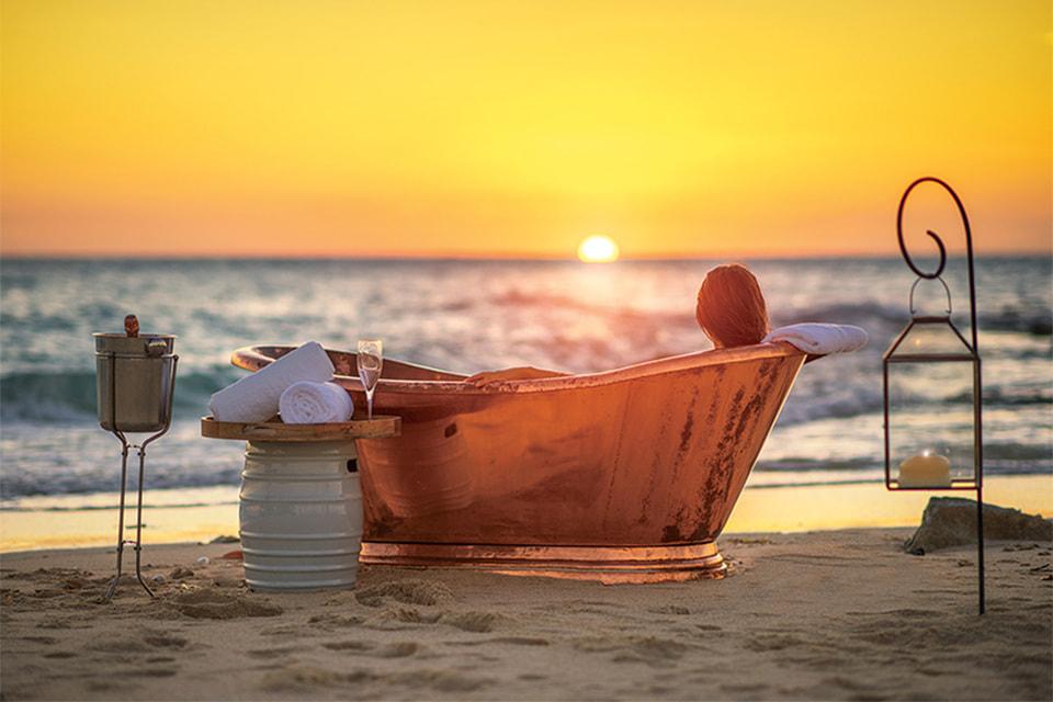 Любителей романтики ждет ванна на закате
