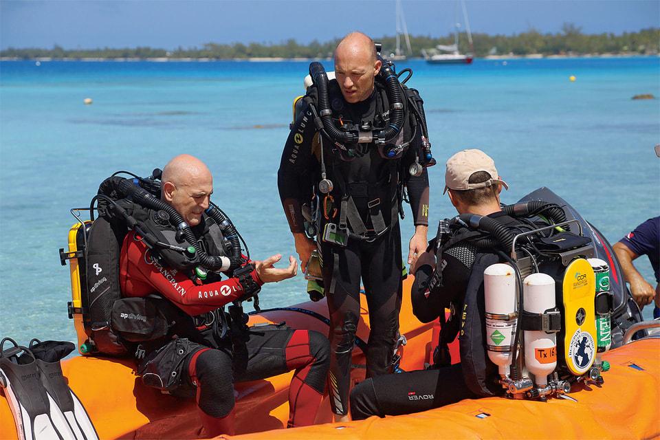 Марк А. Хайек, Антуан Жильбер и Луи Жакелль в экспедиции Mokarran Protection Society 2020