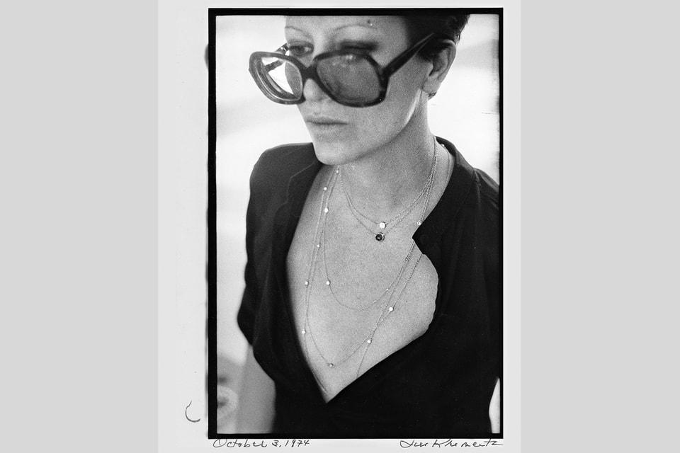 Эльза Перетти в созданных ею украшениях Diamonds by the Yard в 1980-х годах