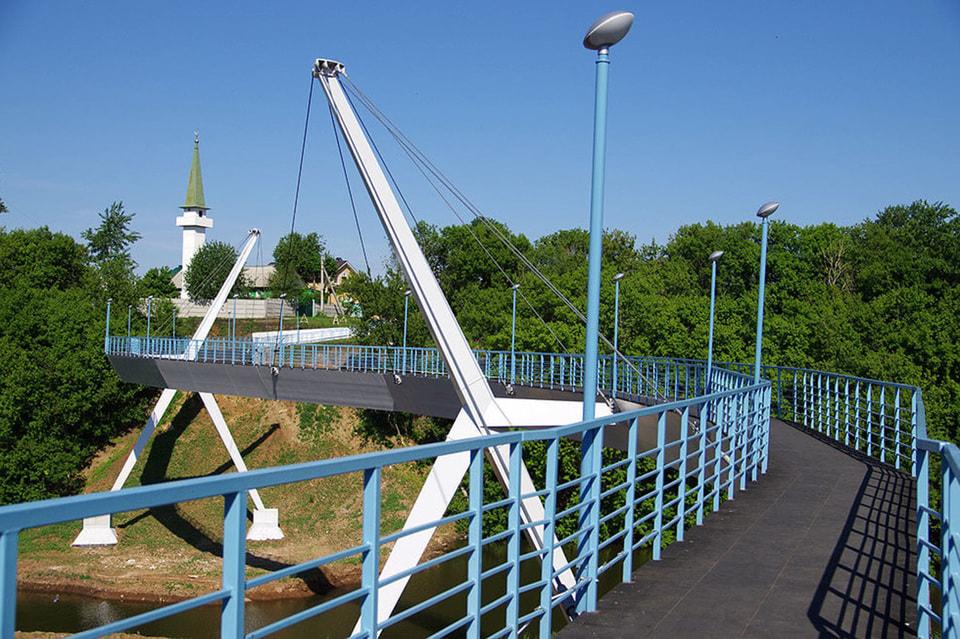 В Набережных Челнах создана система пешеходных мостов над водой