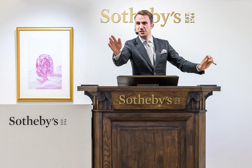 На аукционе Sotheby's продан русский бриллиант весом 14,83 карата