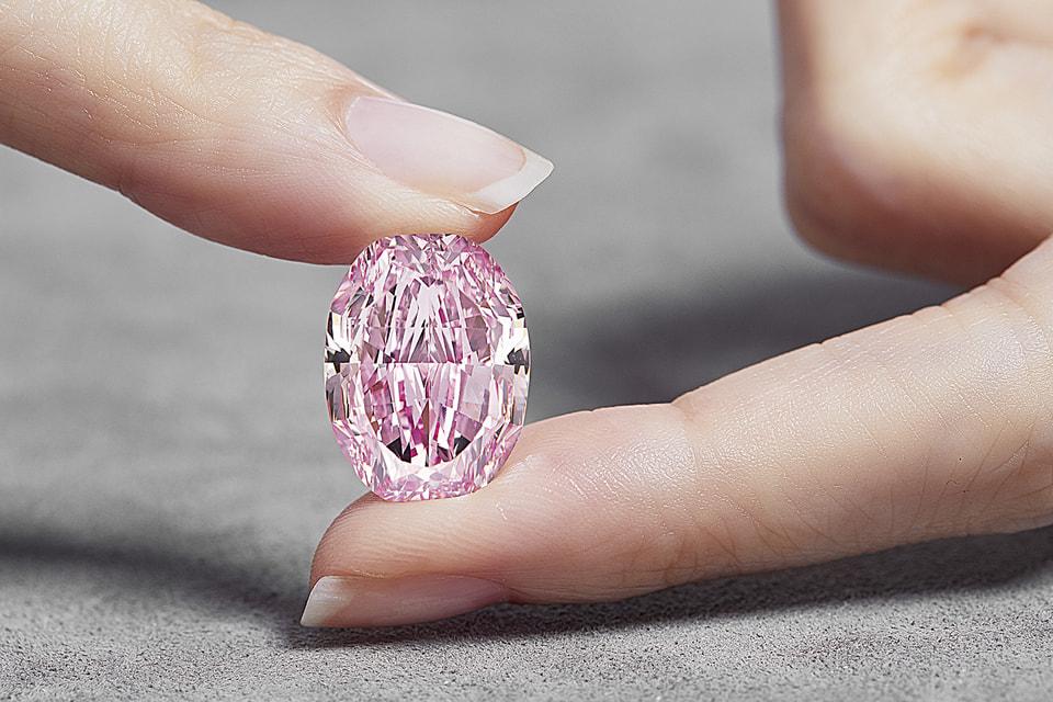 Драгоценный камень получил имя The Spirit of the Rose благодаря своему необыкновенному цвету