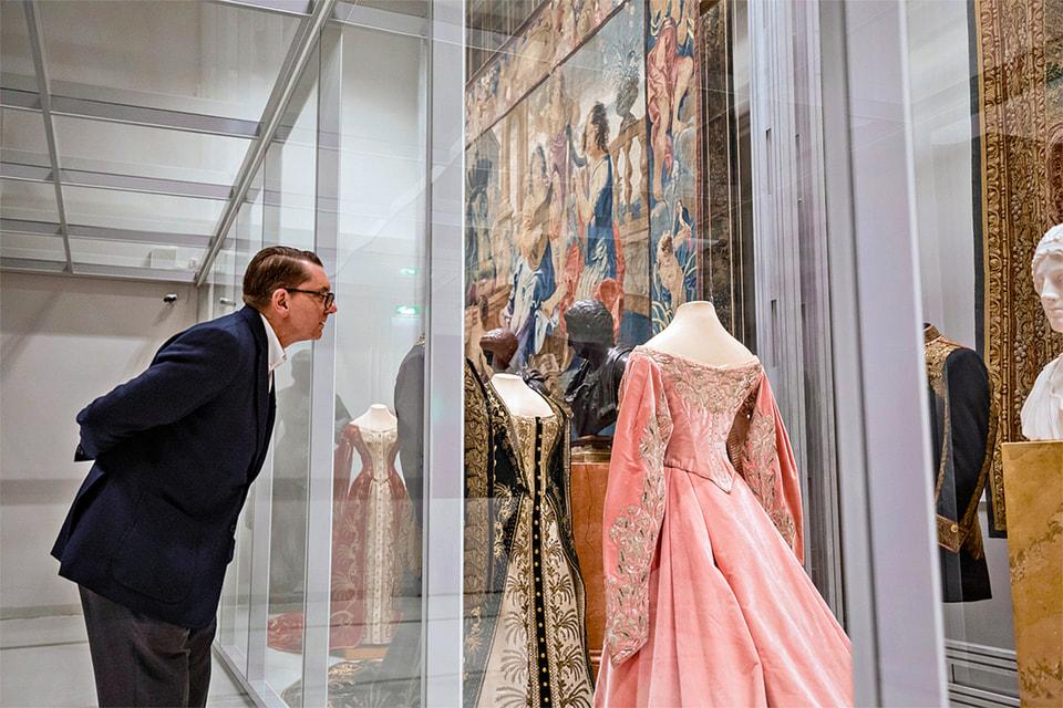 Прежде чем приступить к работе, креативный директор Max Mara Ян Гриффитс посетил не один музей Петербурга