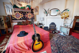 Интерьер спальни Джими Хендрикса на 23Brook Street