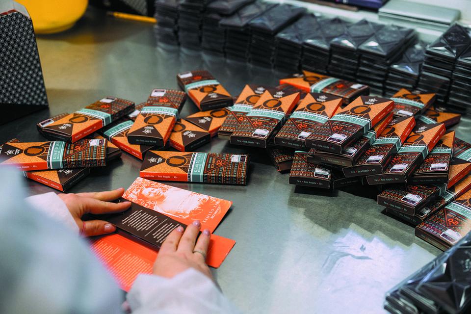Сегодня в портфолио Amazing Cacao более десятка уникальных плиток шоколада, сделанных из органических бобов из Перу, Эквадора, Индии