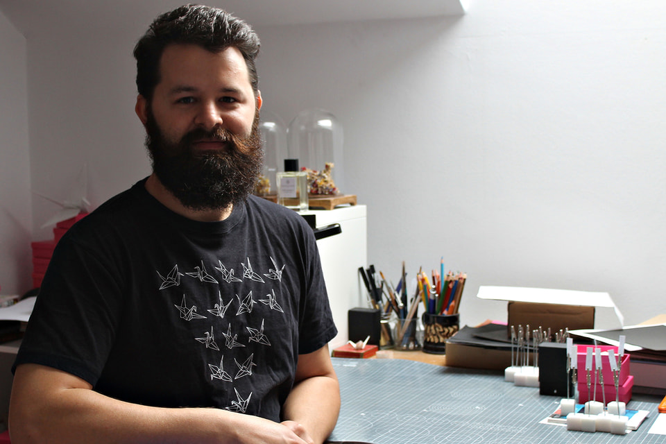 Кристиан Марьянчук открыл для себя оригами, найдя способ самовыражения в маленьких журавлях из бумаги