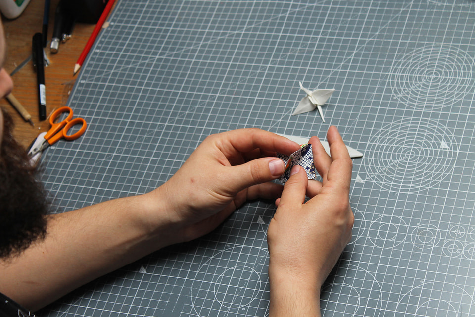 «Оригами для меня – это лечебная процедура» – признается сам создатель журавликов