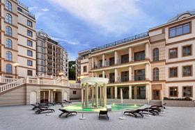 Новый комплекс резиденций «Дипломат» расположен в поселке Ореанда, в парковой зоне Ливадии