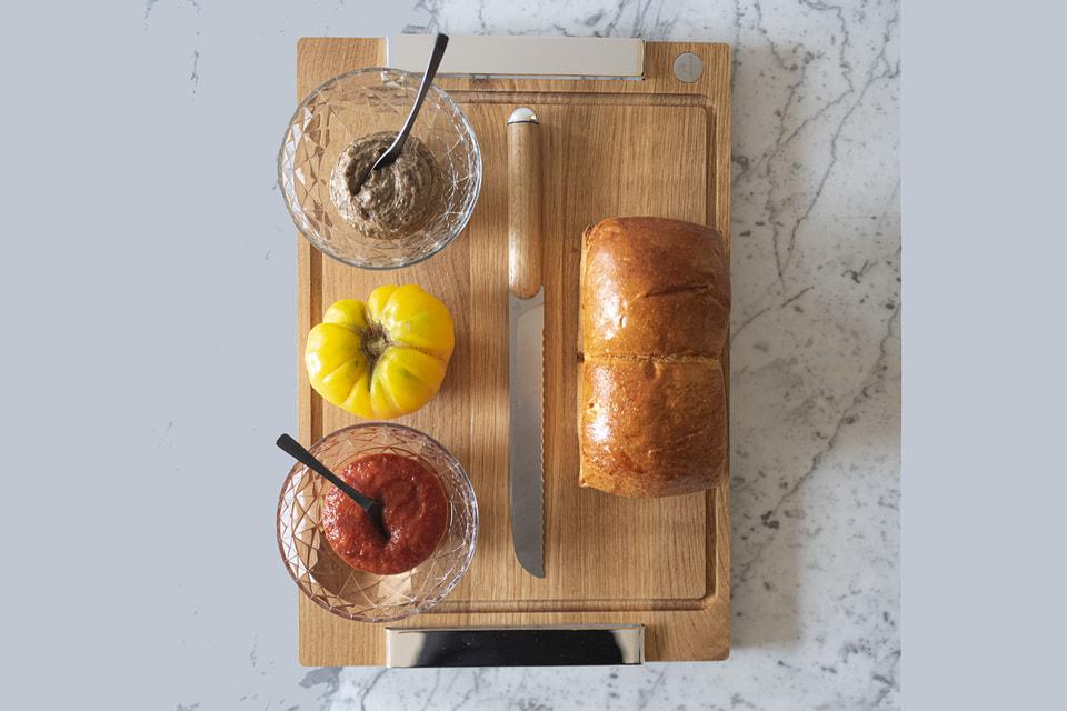 В коллекцию предметов для кухни Christofle Royal Chef вошли разделочные доски с серебряными элементами