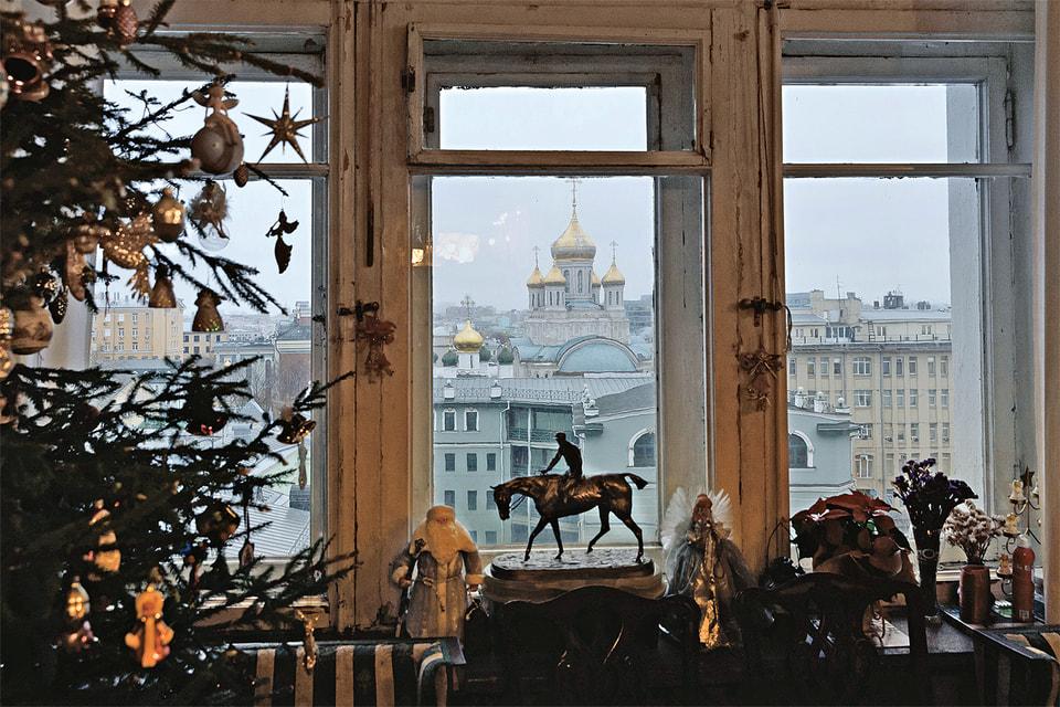 Окна квартиры Лансере смотрят на Сретенский монастырь