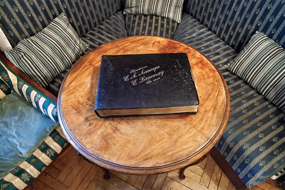 Альбом с произведениями скульптора Е. А. Лансере, прадеда Евгения