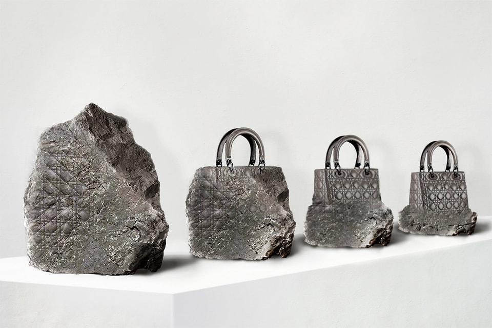 Cкульптура Lady Dior, которую группа Recycle создала для выставки «Диор: под знаком искусства» в ГМИИ им. Пушкина в 2011 году