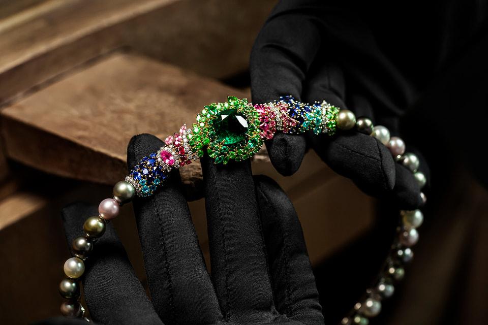 В мастерских Dior ювелиры виртуозно воплощают замыслы дизайнера Виктуар де Кастеллан
