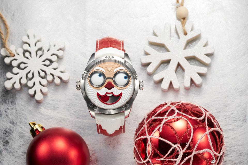 В предверии Нового года и Рождества Константин Чайкин создал особенный праздничный вариант часов с образом Санта Клауса