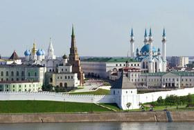 Кремлевская набережная в Казани