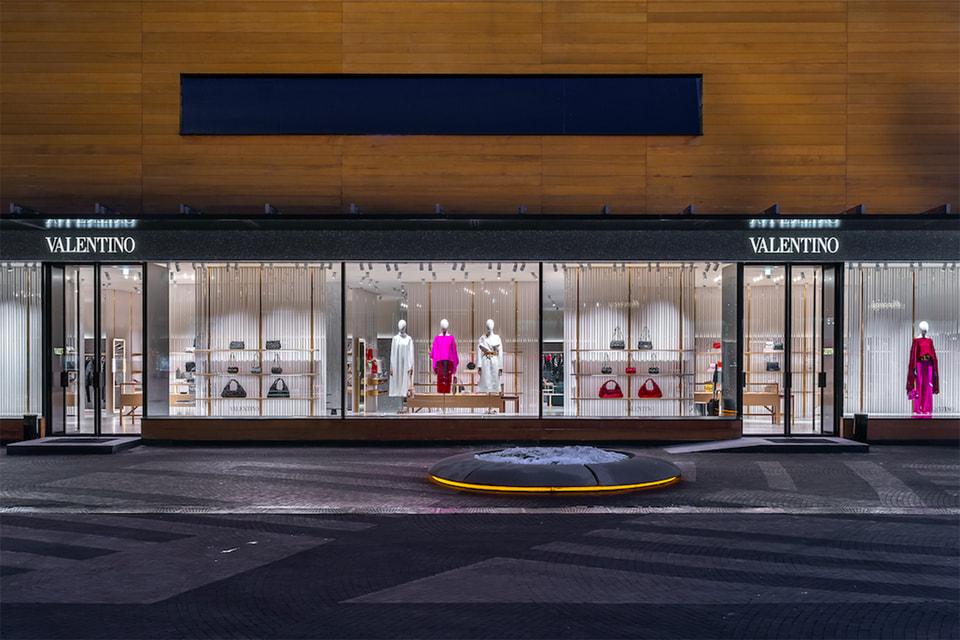 В бутике представлен весь ассортимент мужских и женских коллекций Valentino