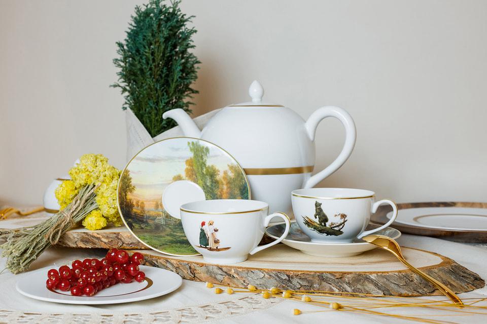Чашки и блюдца, украшенные фрагментами картин И. Шишкина