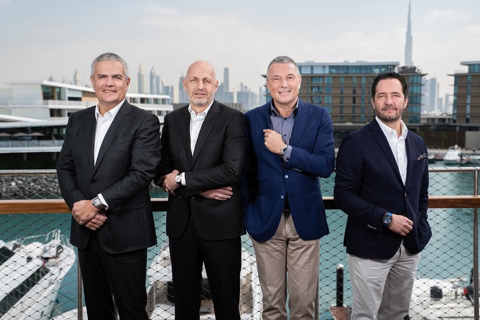 В будущем году главы четырех часовых брендов – Hublot, Tag Heuer, Bvlgari и Zenith – также обещают представить новинки возглавляемых ими брендов первыми, в январе