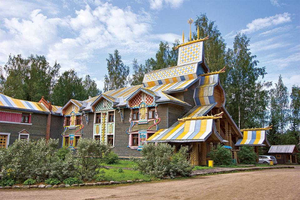 Гостиница в деревне Мандроги