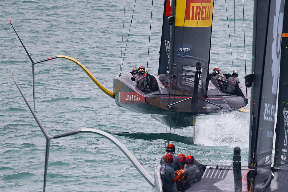 Итальянская команда участвует в регатах на борту AC75 Luna Rossa