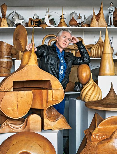 Дизайнер головных уборов Филип Трейси в своей мастерской