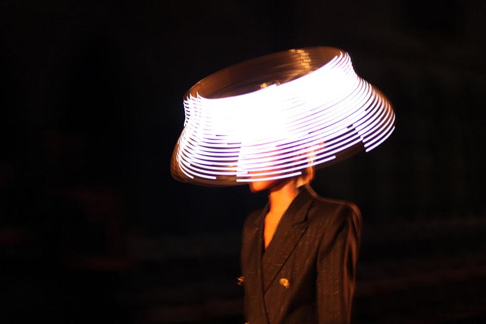 Шляпа способна сделать человека неотразимым, уверен Филип Трейси