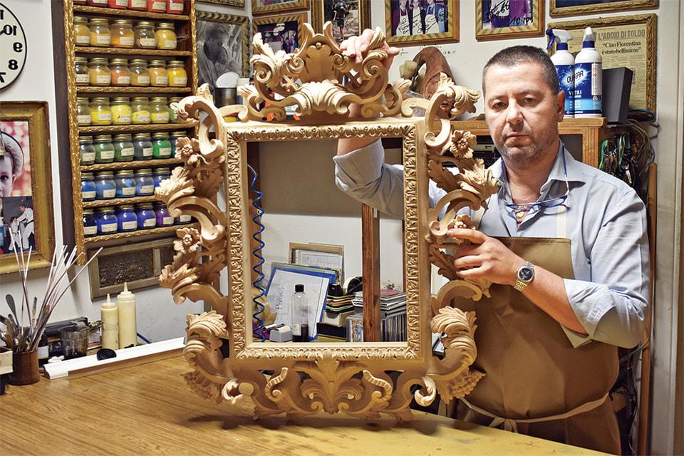 Габриеле Мазелли в своей мастерской