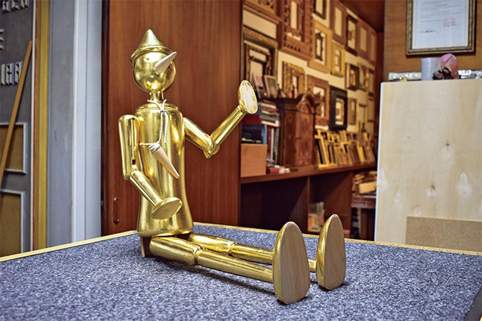 Одно из увлечений мастера – фигуры Пиноккио